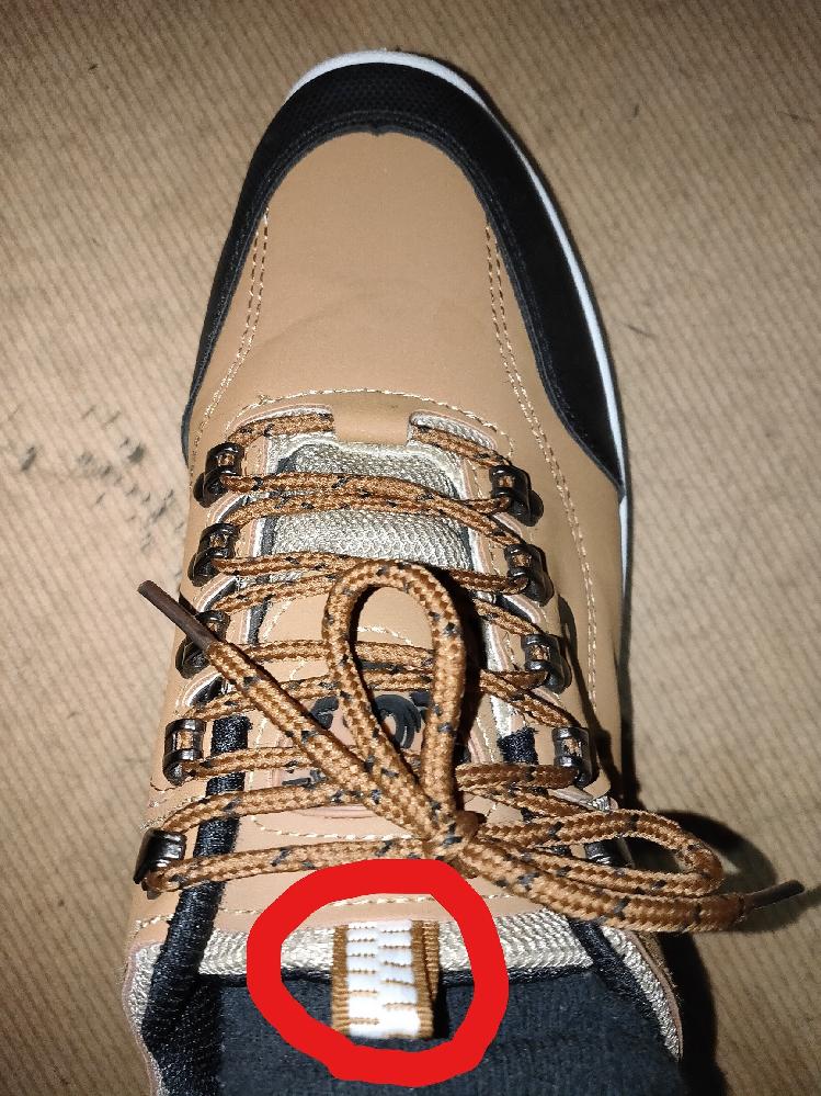 紐靴にて、 画像の赤丸の部分の、名称を教えて下さい。 ★ それで、コレって何の為にあるんですか? どう使えばいいんですか?