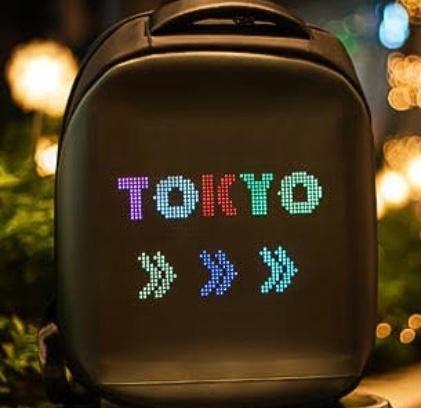 東京にあるお店でストリートファッション系だとは思うんですが、文字が動く雑貨?やバックを売っている個性的なお店を知っている方いませんか? 色形は違いますが下記の画像のような気がします