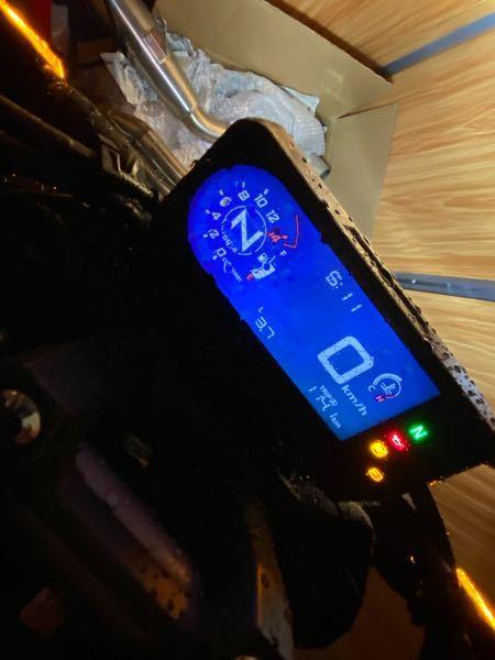 現在CB650Rにて通勤にて使用していてメーターについてお聞きします。土曜日の朝(帰宅)現在で114.1km走行で3.7l消費しました。 写真がひとつしか載せれないため残念ですが、平均燃費計はリッター24.6kmを示してます 114.1÷3.7でリッター30.8になるんですが、平均燃費計と消費計どちらが正しいのでしょうか?