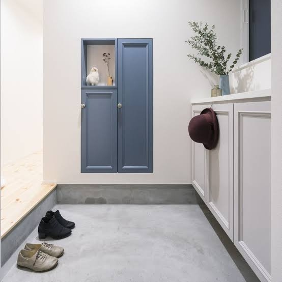 写真のように玄関の床を塗るには、 何をどう塗ればいいのでしょうか?
