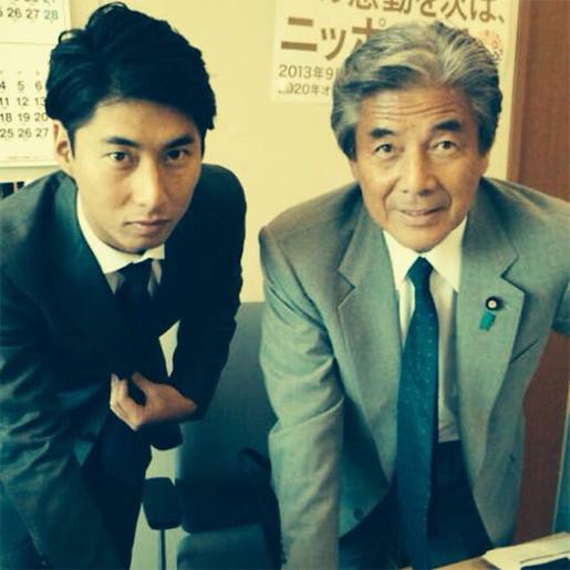 元内閣総理大臣の中曽根康弘さんは、首相時代にその頭髪を「すだれ頭」と揶揄されていましたが、ともに国会議員の息子さんとお孫さんにはその遺伝形質は出ていません。子孫のどなたが薄毛になりそうですか?