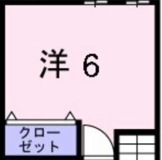 この部屋の場合シングルベッド2つを置くにはどう配置するのが良いでしょうか? クローゼットの扉、内向きに開けるドアのせいで並べて置くことが出来ません。