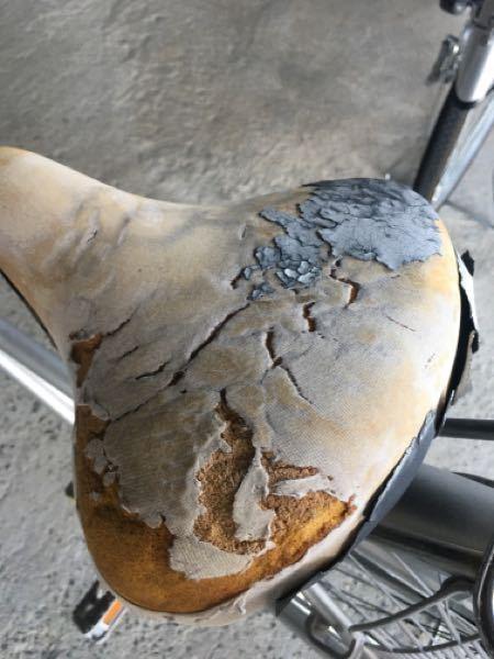 自転車のサドルがボロボロなのですが、サドルて値段高いじゃないですか?貼り付ける防水シールとかあったりしないですか?他に方法があれば教えて下さい