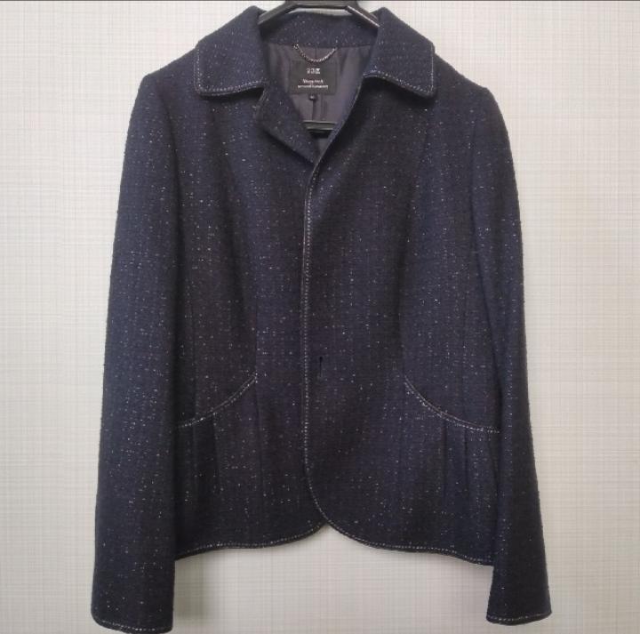 写真のジャケットに似合うワンピース フリマアプリで添付の写真のジャケットの購入を検討しています。 小学校・中学校の卒業式で着用したいのですが、あわせるとしたらどのような素材・形のワンピースがあい...
