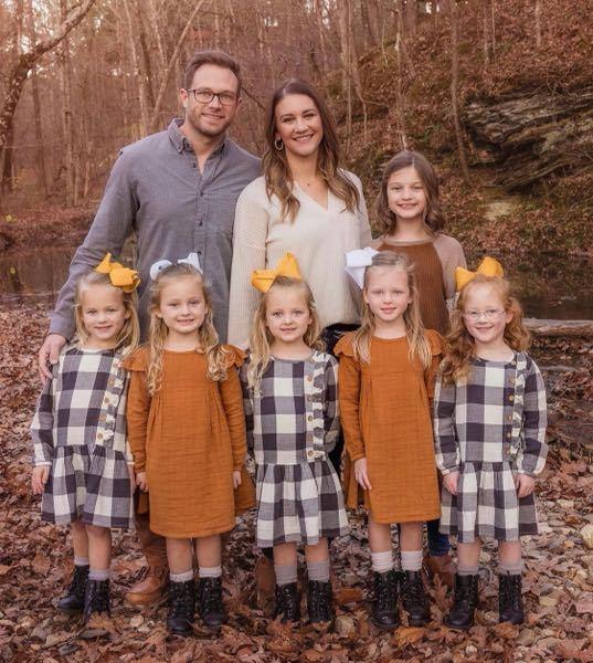 アメリカの5つ子なんですけど左から誰が誰ですか 覚えたいので教えてください!!
