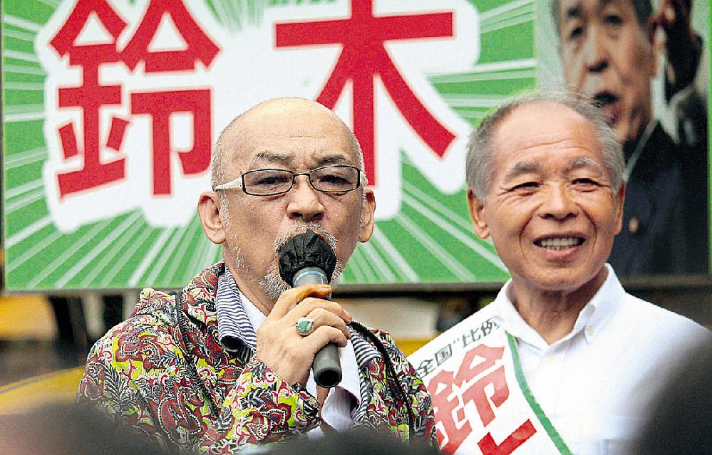 なぜ日本のミュージシャンて政治的発言をしないのですか。 例えば矢沢永吉とか。松任谷由実とか。 例えば桑田佳祐とか。竹内まりやとか。 例えばBzとか。X JAPANとか。 ・・・・・・・・・・・・・・・・・・・・・・・・・・ ・・・・・・・・・・・・・・・・・・・・・・・・・・ と質問したら。 松山千春は政治家とどっぷり付き合っているだろ。 という回答がありそうですが。 なぜ浜田省吾とか氷室京介とかは政治家と付き合わないのですか。 それはそれとして。 なぜ日本のミュージシャンはなぜ政治的発言をしないのですか。