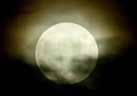 女性に質問。 今宵、満月見られますか?