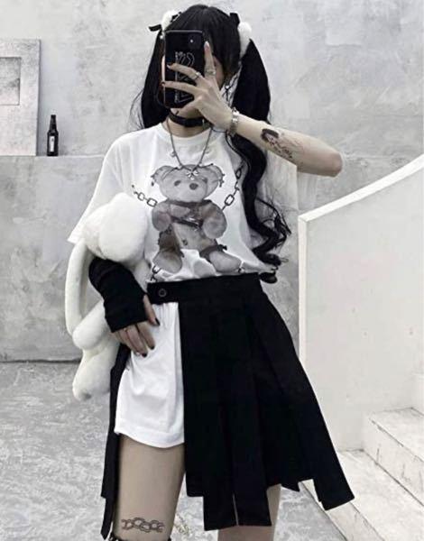 この横が空いてるスカートの名前はなんですか?