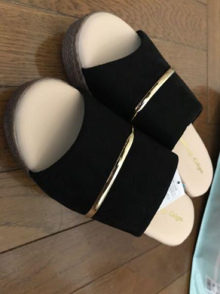 こちらのサンダルにくつ下を合わせて履くとしたら、どんなくつ下が似合うでしょうか? 3cmくらいの厚底サンダルです。