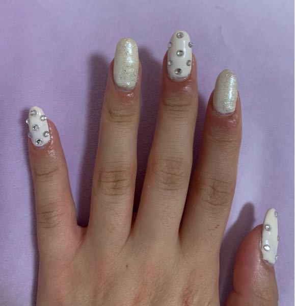 爪の周りが痒くて、指と爪間に膿?みたいのが出てきます。これってジェルアレルギーですか?オフした方がいいですか?