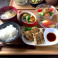 餃子定食には餃子は何人前ほしいですか? (^ω^)b  1、1人前 2、1人前半 3、2人前 4、その他