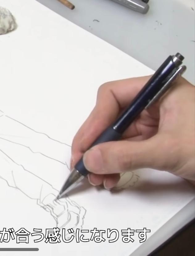 ヒロアカの作者 堀越先生がイラストを描くときに使用しているシャーペンがどこのものか、探しても出てきません。モヤモヤするので、分かる方がいたら教えて欲しいです。