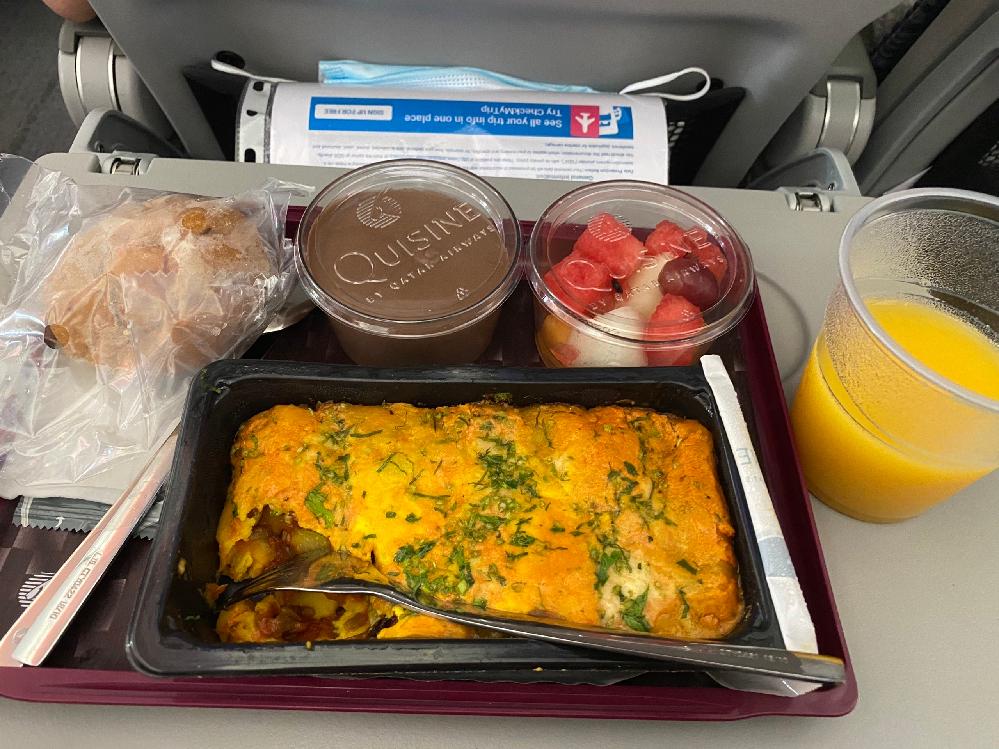 この料理って、何ですか。 カタール航空の機内食です。