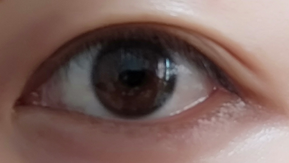 この目に蒙古ひだはありますか? 末広二重なので蒙古ひだがあるように見えます。