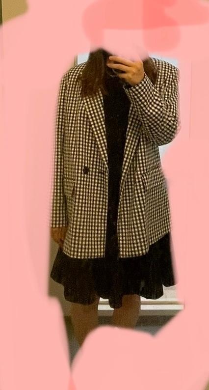 大学生です。 このコーデで学校行ってもいいでしょうか?? 普段は気にせず好きな服を着てるのですが、ジャケットを着るのは初めてで周りにもあんまりいないので少し浮いてしまわないか心配です。
