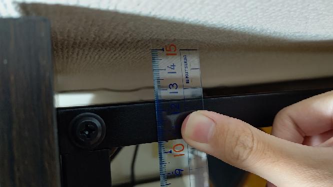 これモニターアーム取り付けって出来ますか?3.5cmしか机とこの鉄の棒の距離がありません