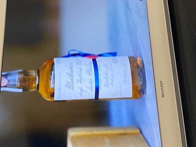 このウイスキーの名前は何でしょうか?わかる方教えてください(*^o^*)