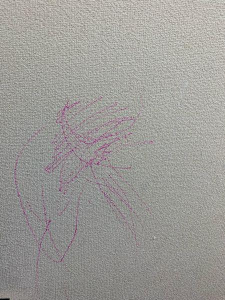 子供の壁落書きについて質問です。 娘が油性のペンで壁に落書きをしたのですが 消す際にお勧めの商品などありましたら教えて頂きたいです。