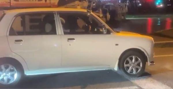 この車の名前を知りたいです! 情報がこれしかなくてごめんなさい、、、
