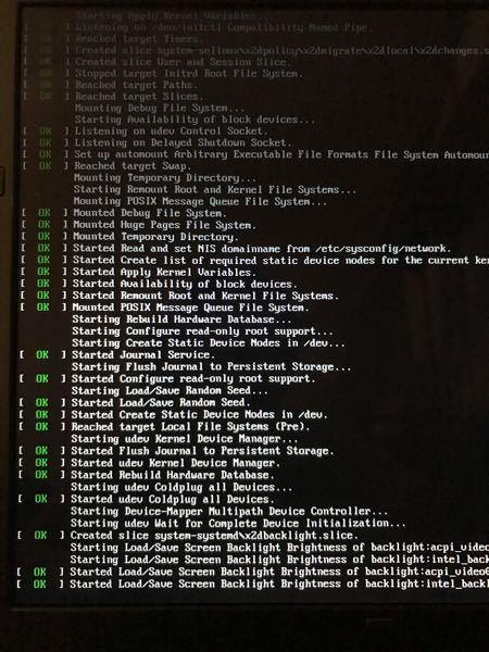 古いパソコン(Windows10)にCentOS7をインストールしようとしています。 ネットで調べた手順としては、 ①「install CentOS7」でEnter ②下のような画面が出た後、言語を選択する画面が出てくる ③ソフトウェアなどの設定 【質問1】 私は②の段階でつまづいています。 下のような画面は出てくるのですが、その後真っ暗の画面になってしまいます。 しかしながら、①のところで「install CentOS7」ではなく、「troubleshooting -> Install CentOS7 in basic graphics mode」でEnterすると、言語選択画面が出てきます。 これは正しくインストールできているということで、いいのでしょうか? 【質問2】 先ほども書いた通り、「troubleshooting -> Install CentOS7 in basic graphics mode」でEnterすると設定画面に移行するため、このやり方で進めました。 しかし、「ソフトウェアの選択(ベース環境)」で「GNOME Desktop」を選択したいのですが、「最小限のインストール」という項目しか無く、選択することができません。 そのため、インストールされたはいいものの、文字しか表示されませんし、そのうえ、表示されるはずのライセンスの同意画面も出てきません。 このような原因はPCにあるのでしょうか? それとも、インストールの仕方が間違っているのでしょうか?(ちなみに、現在USBにISOファイルを書き込んでインストールしています。) 回答していただくには、情報量が少ないかもしれません。 もし、情報が足りませんでしたら、何が足りないかも教えていただきたいです。 長々とすみません。