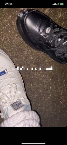 この写真に載っている靴はどこの靴かわかりますか?