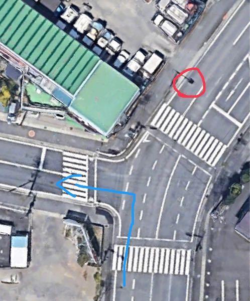 この交差点について質問です。赤〇の箇所には指定方向外進行禁止(直進)の標識があります。この場合はこの交差点では左折出来ないのでしょうか?自分的には標識の場所的に出来ると思うのですが不安だったので質問させ ていただきました。どなたか回答お願いします。