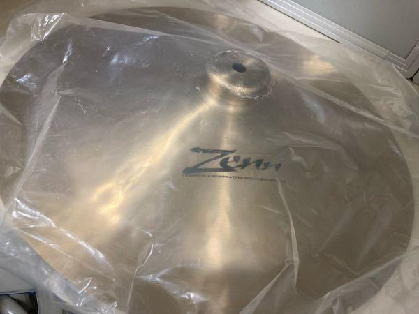 ドラム初心者です。部室にて、こんな形状のシンバル?を見つけたのですが、一体どこに使うものですか?また名称などを教えて欲しいです