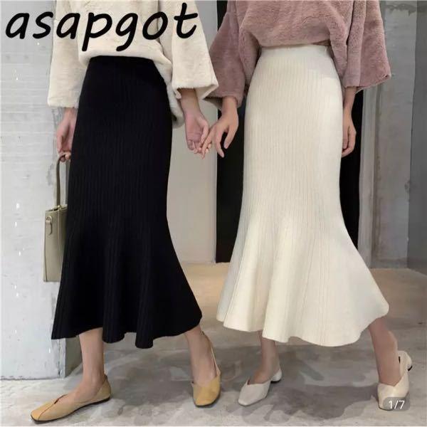 このようなロングスカートにショートブーツを合わせたいなって思ってるんですが、黒と白はどちらが合わせやすいでしょうか?;_;