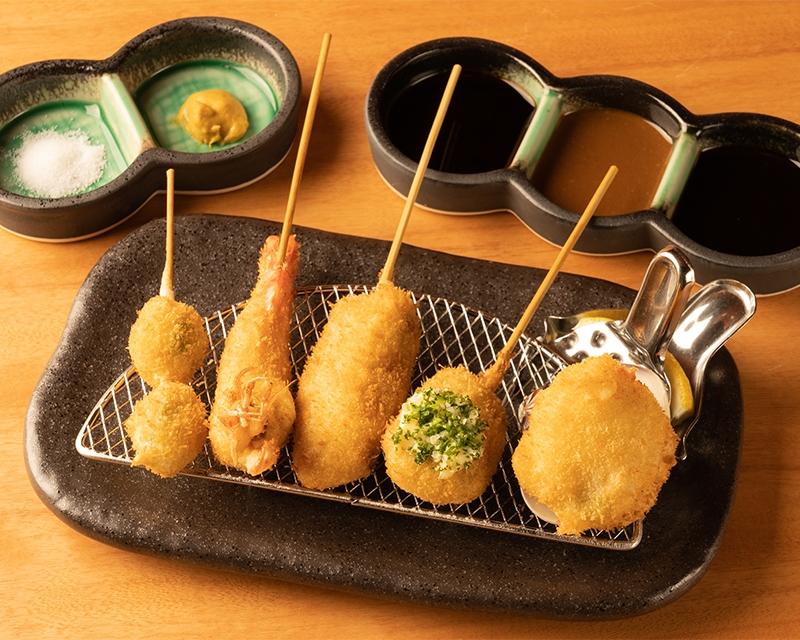 こんにちは 皆さんは 串揚げと串カツ どちらが好きですか??