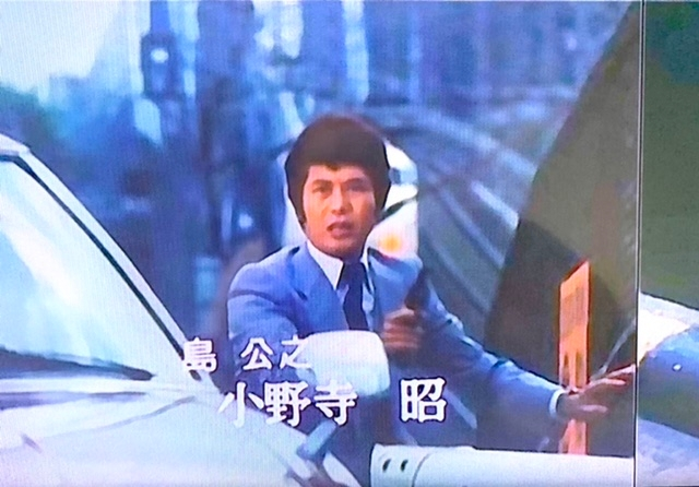 刑事ドラマ「太陽にほえろ」のメインテーマ(1979年)が流れている中で、島公之(小野寺昭)が紹介される場面に東海道新幹線が赤いテールランプを点灯させながら走り去っていくシーンがあります。 新幹線...