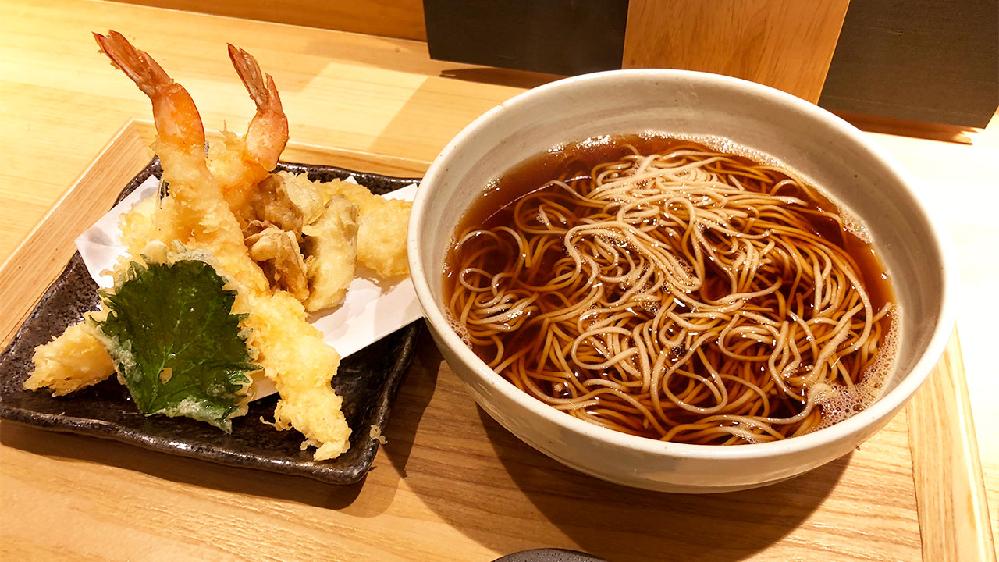 天ぷら蕎麦は、天ぷらと蕎麦が別々に盛り分けてある方が良いですか? 最初から天ぷらが蕎麦の上に乗っていても別に良いですか?
