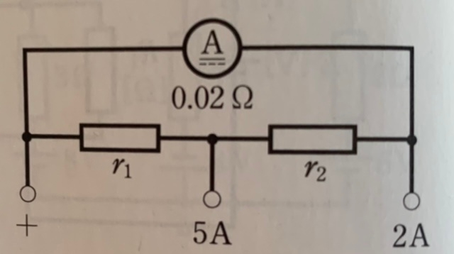 電気基礎です。 内部抵抗が0.02Ω、最大目盛が1Aの電流計がある。写真のように、2A、5Aの最大目盛の端子をもつ多重範囲電流計とするとき、分流器の抵抗r1、r2の値を求めよ。 という問題で、...