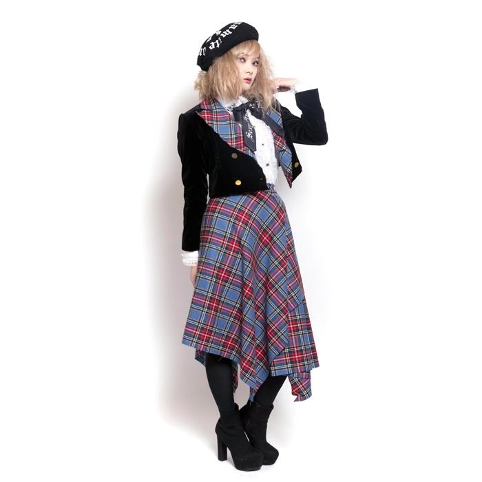 画像のファッションは何というジャンルですか? 画像はパンク系ファッションブランドSEXY DYNAMITE LONDONのものです。 パンクブランドのアイテムでフリルブラウスやジャケットといった綺麗め・かっちりめの合わせ方をするのが好きで、他の方のコーデを参考にしたいのですが何と調べればいいのかわからずにいます(他にはVivienne Westwoodなどでも似たようなテイストがあるかと思います)。 70年代80年代の王道的なパンクとも違い、ブリティッシュやビクトリアと言った要素が近いのかなと思っています。 またゴシックパンクやロリィタパンク、もちろんゴシックロリィタなどとも異なるように思います。 ご回答よろしくお願いします。