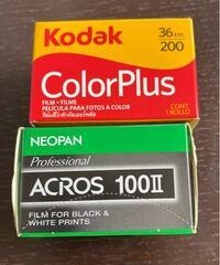 フィルムカメラ 今週、修学旅行があるのですがどちらのフィルムを使ったら綺麗に写りますかね?(その日の天気は曇りです。)