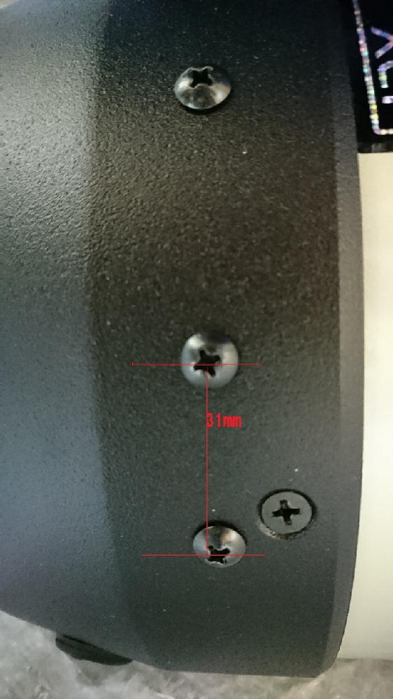 セレストロンのHD800CG5を持っていますが、この鏡筒にオートガイド鏡を付けたいのですが、本体のどこのネジを緩めて良いのでしょうか。 添付写真のように 丸い出っ張った十字のネジと、平べったい大きなネジの2種類が見えますが、丸い出っ張ったネジの間隔は31mmでした。ここの2つは緩めても問題ないネジでしょうか。