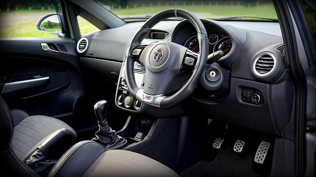 マニュアル車を運転できる人は減ったのでしょうか? 皆様はマニュアル車を運転出来ますか?
