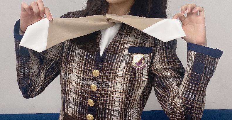 坂道制服クイズPart249 画像の制服を着てる 現役坂道メンバーは 誰でしょう?