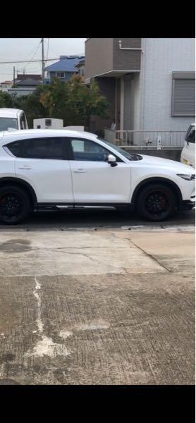ミシュランのPS4SUVを履かせるつもりなのですが、この車にタイヤにホワイトレーターしたらダサいですか?
