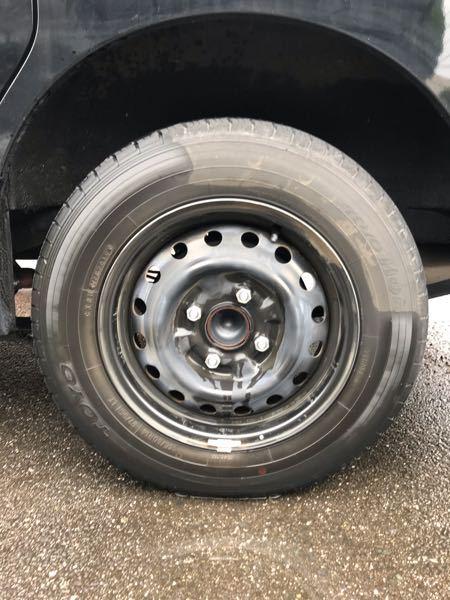 車のタイヤのホイールカバーを外して、直接ホイールを黒く塗装した場合、デメリットは何かありますか? ネットで検索すると、皆さんホイールごと交換するか、かなり手間をかけてますが、そのままスプレーで黒くできたら楽で良いんだけど、、、と思ってまして。 車種は日産バネットです。