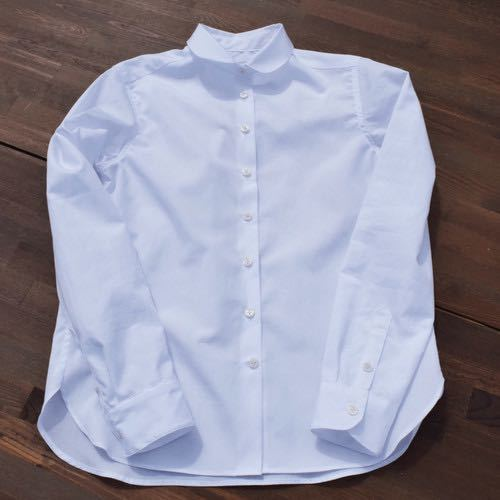 トレーナーなどを重ねた白シャツコーデをしたいのですが制服の白シャツ使わなくなったのでそれで代用ってできますでしょうか? 丸襟は違和感がありますかね。 拾い画ですがちょうどこのような感じです。 周りから見たらどのような風に見られるのでしょうか。