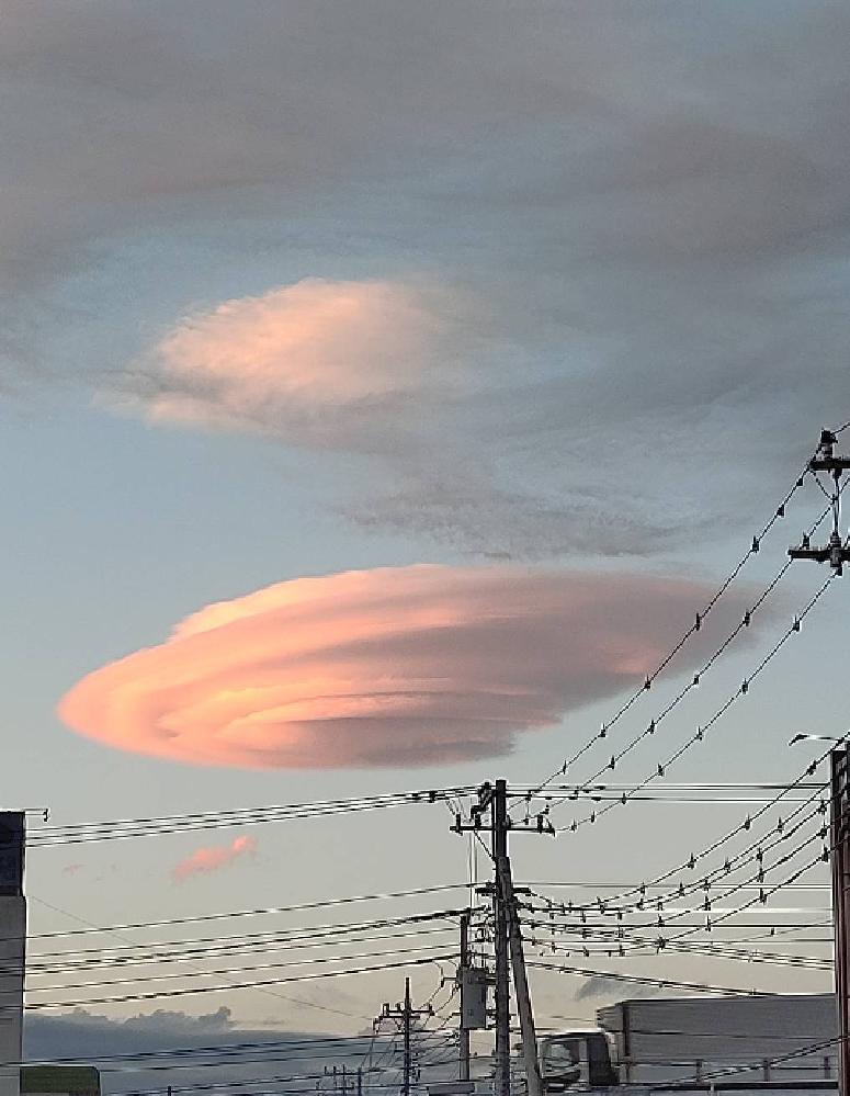 変わった雲が有りました。 子供にあの雲は何かと聞かれましたが、さっぱりわかりません。 漠然としていてすみませんが、どんな雲なんでしょうか? (どうやってできる? 天候等に影響がある? 吉兆、凶兆?)