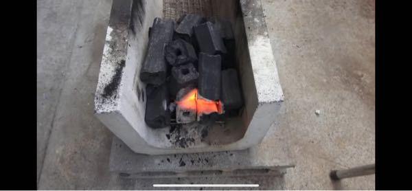きまぐれクックさんがケイジを串焼きで焼く時にこのようなU字のブロックを使っていて、めっちゃいいな〜と思ったんですが、これってどこでいくらぐらいで手に入りますか?またこのブロックに名前はありますか?