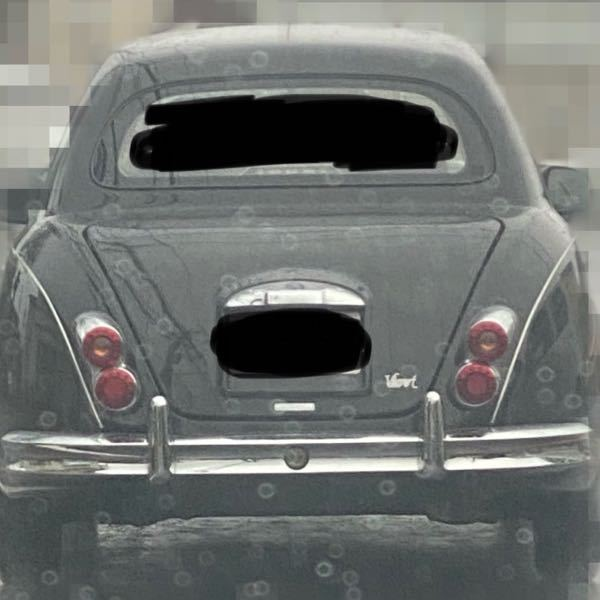本日見かけた車がとても可愛いかったのですが名前がわかりません。 後ろからの写真ですみませんが、分かる方がいれば教えてください!