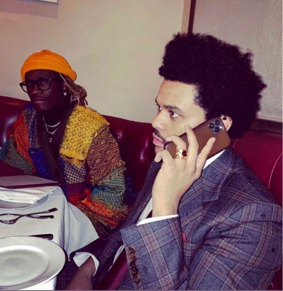 なぜThe Weekndは、エチオピア系の両親から生まれた黒人なのに、肌が他の黒人に比べてずいぶん白いのでしょうか?? 黄色人種に近いぐらいです。 エチオピアってさほど色が濃くない人が多いのでしょうか?? 肌の色に興味があるので質問させて頂きます。 ご意見よろしくお願いします。 写真右がThe Weeknd