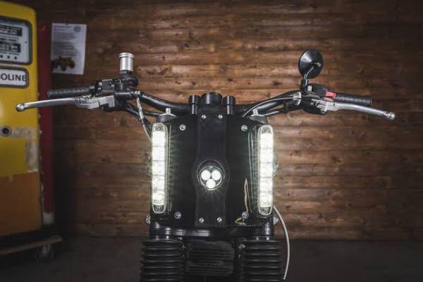 このようなバイクのフロントライトの数え方って2つという数え方でいいのでしょうか?