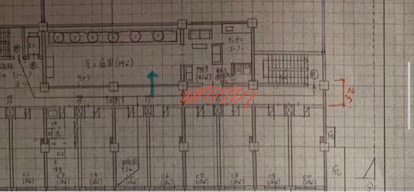この写真の場合は両側居室の廊下幅の寸法は柱面からの寸法になりますか? それとも赤色の斜線部分が廊下幅になりますか?