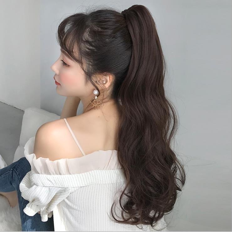 これくらいの長さのポニーテールになるには、髪を体のどの辺まで伸ばせばいいですか?