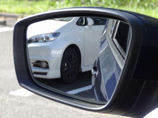 車両の間へのバック駐車で、いつも逆サイドのリア(右バックなら左後方、左バックなら右後方)がそのまま下がったときに隣の車に当たらないかをサイドミラーで判断できなくて恐怖感が拭えないんですが、皆さん...