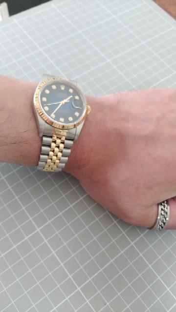 私は地味な時計が好みなんですが何故皆様は大人なのにチャラチャラしてるのかな?