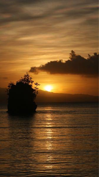 ここはどこなんでしょうか? 岩というか小島の形に特徴があるような気がしますが?